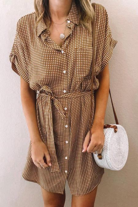 بني فستان قصير بنقشة نقشة جيوب مع ربطة الخصر