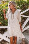 فستان أبيض فضفاض بياقة على شكل V وطبعة ليوبارد