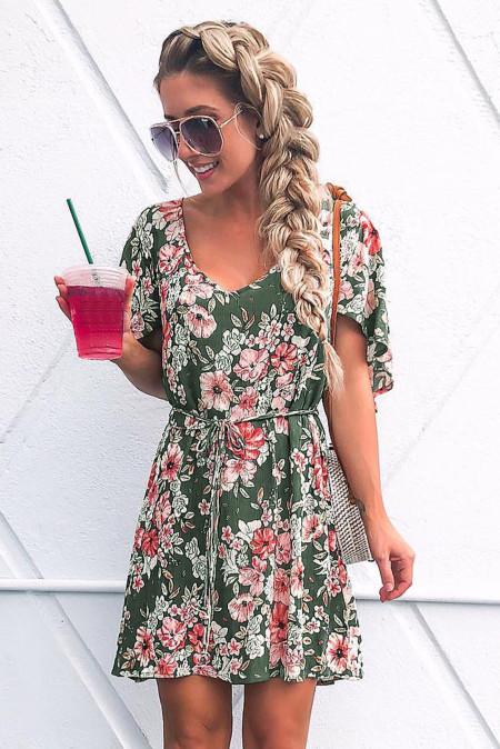 فستان أخضر مزين بالزهور